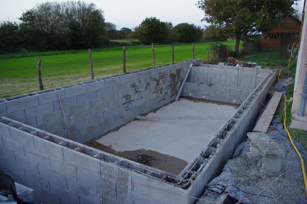 Montage et coulage des blocs a bancher for Auto construction piscine